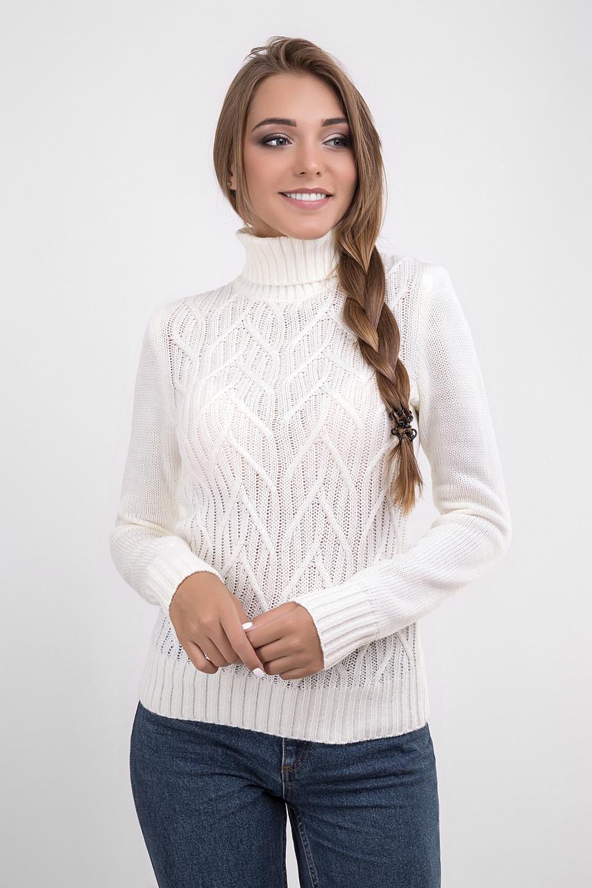 Классический женский свитер молочного цвета