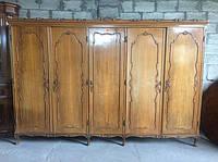 Шкаф с распашными дверями из Италии