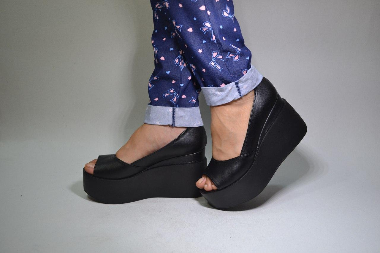 Женские кожаные туфли на танкетке с открытым носком. Возможен отшив в  других цветах кожи и eb2b1f2dbe878