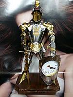 Фигура Рыцаря ручной работы с часами. Высота 60 см