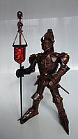 Фигура Рыцаря ручной работы с флагом. Высота 45 см