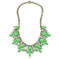 Женское ожерелье с зелеными камнями