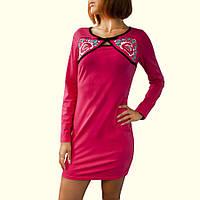 Короткое розовое платье с вышивкой
