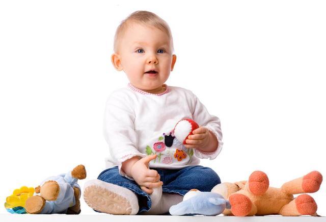 Что подарить ребенку мальчику в 1 год?