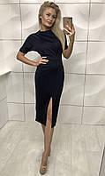 Женское черное приталенное платье за колено с вырезом на бедре