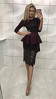Женское бордовое  платье с баской короткое с гипюром по колено