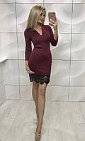 Женское короткое бордовое платье с гипюром
