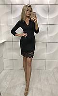Женское короткое черное  платье с гипюром с вырезом на груди