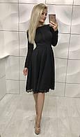 Красивое женское черное платье с длинной юбкой за колено до длинного рукава