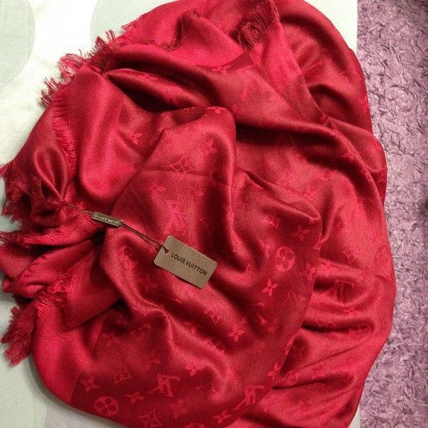 Платок Louis Vuitton красный - RUUM Интернет магазин аксессуаров. Прямой  поставщик от фабрик Китая в 97718bbbe6a