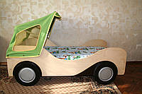 Детская кроватка-автомобиль