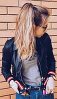 Женская очень стильная кожанная куртка с яркими  резинками