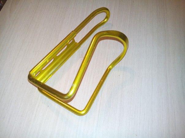 Флягодержатель алюминиевый золотистый