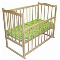 Кроватка детская КФ ольха  светлая  с фигурной спинкой,опускающимся боком,колесиками и качалкой 305