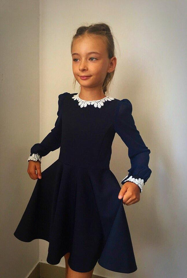 Школьное платье с кружевами