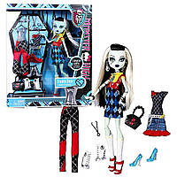 Кукла Фрэнки Штейн Я люблю Моду (Monster High Exclusive Frankie Stein I Love Fashion Doll and 3 Outfit Set)