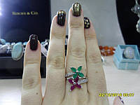 Кольцо с натуральными камнями изумруды и рубины в серебре.