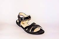 Стильные женские сандалии на низком ходу с переплетом.