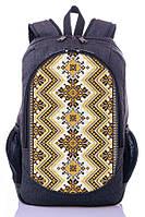 Вместительный рюкзак с украинским орнаментом.