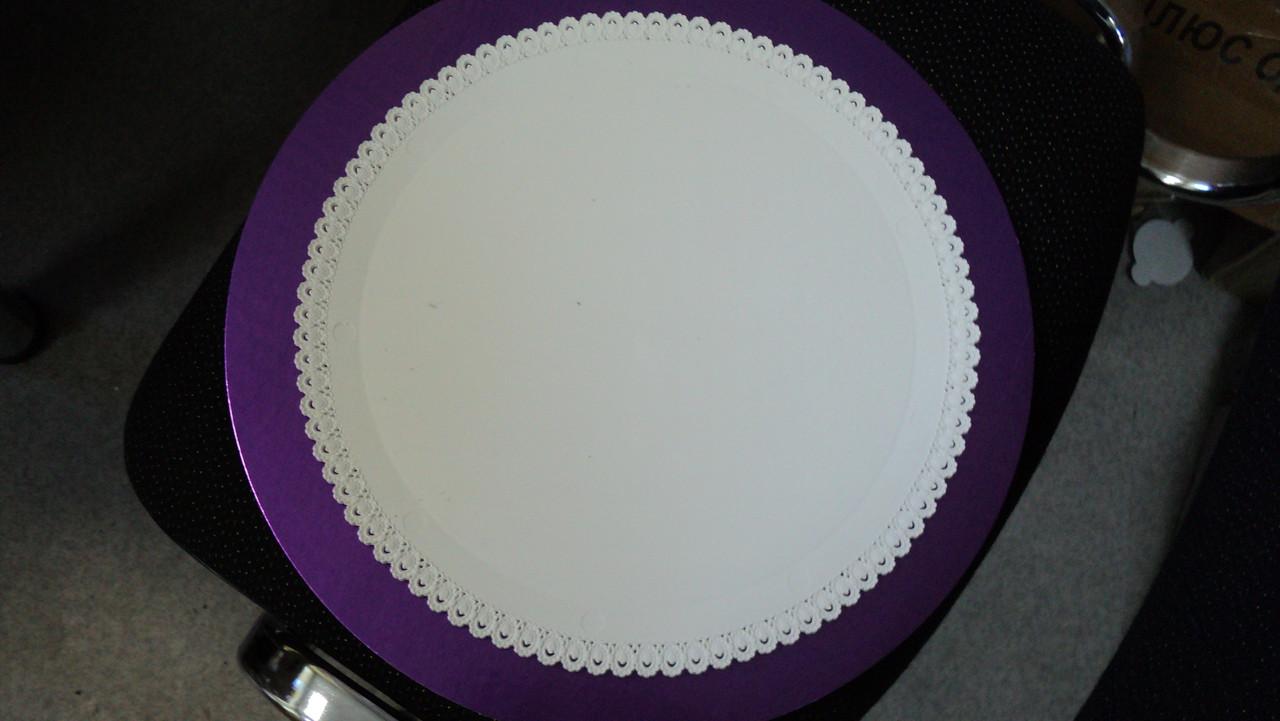 Поднос круглый ажурный пластм. белый d32см (код 02978)