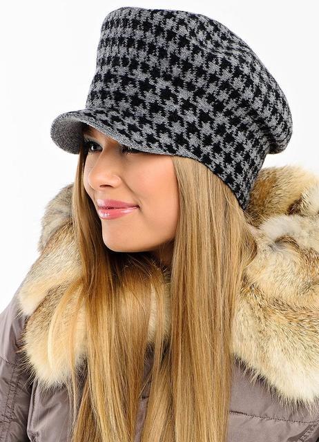 Женские шапки с козырьком