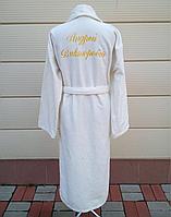 Мужской белый махровый халат с вышивкой