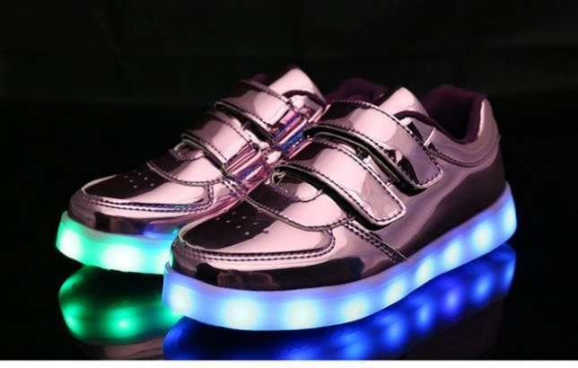 Детские светящиеся LED кроссовки 25-33 рр! Розовые - IRS shop в Киеве