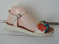 Модные молодежные босоножки с цветами