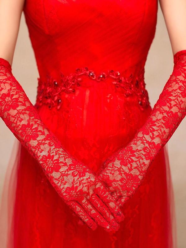 Гипюровые красные перчатки
