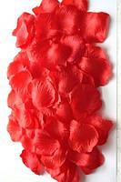 Искусственные лепестки красные