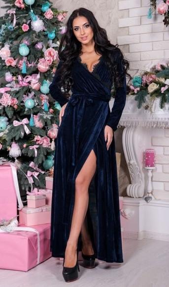 Длинное платье из бархата синее