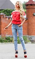 Красная блуза с кружевом