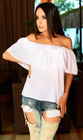 Блуза с открытыми плечами белая