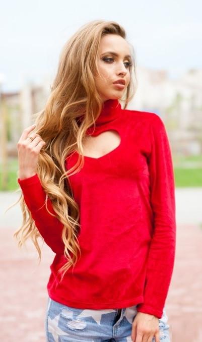 Кофта красного цвета с сердечком