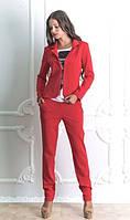 Брючный костюм красного цвета
