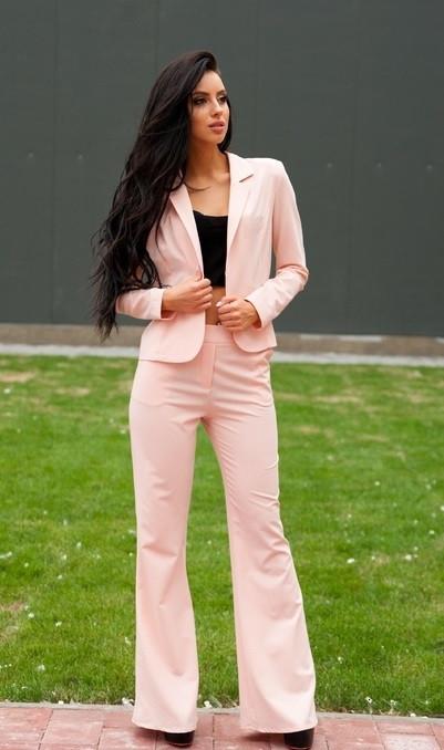 Стильный костюм персикового цвета