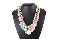 Ожерелье с подвесками из разноцветных бусин