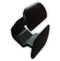 Нажимное крепление тепло-шумоизоляции капота с прямоугольной шляпкой Skoda 1H586384901C