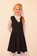 Модный школьный сарафан для девочки с вырезом