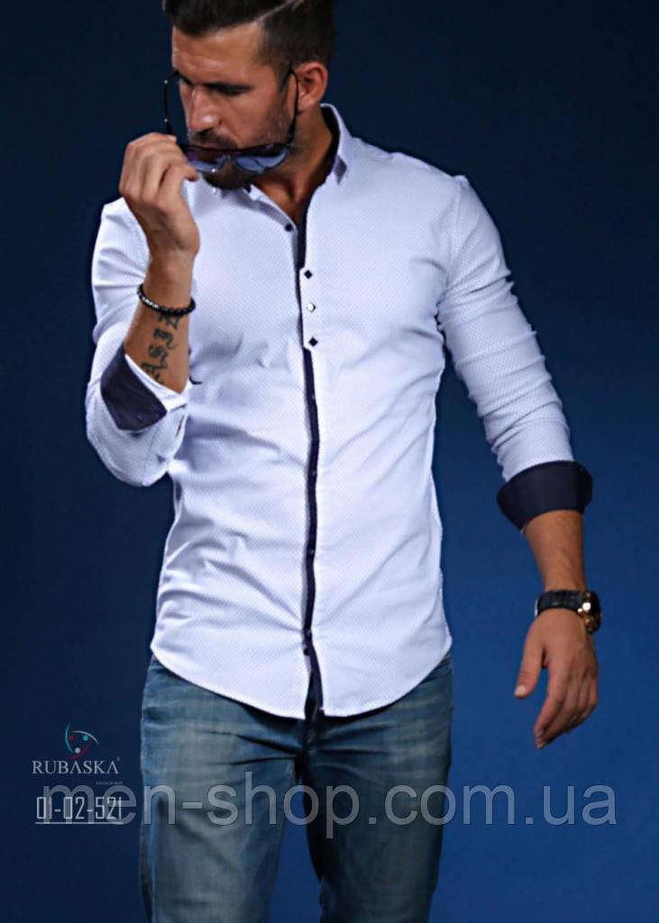 Мужская светлая рубашка