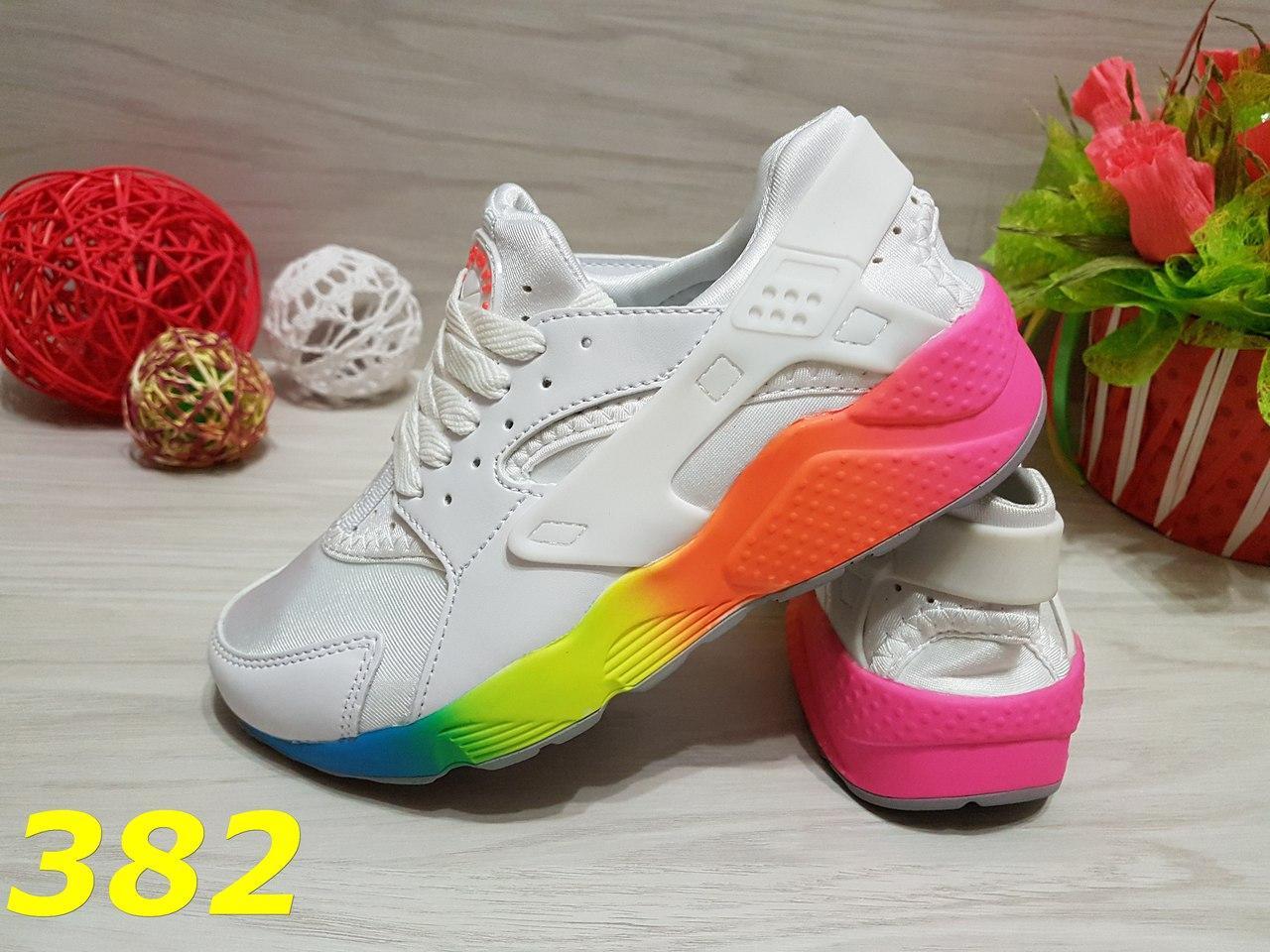 Женские кроссовки белые с разноцветной подошвой
