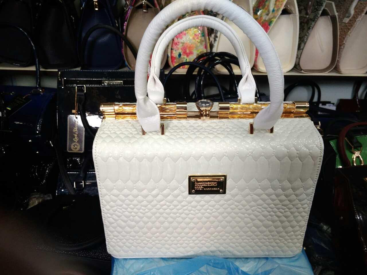 207c248d877b Белая женская сумка - Интернет-магазин