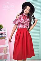 Красивый женский костюм: рубашка и юбка миди в красном цвете