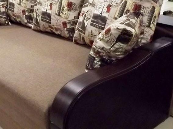 диван с декоративными накладками