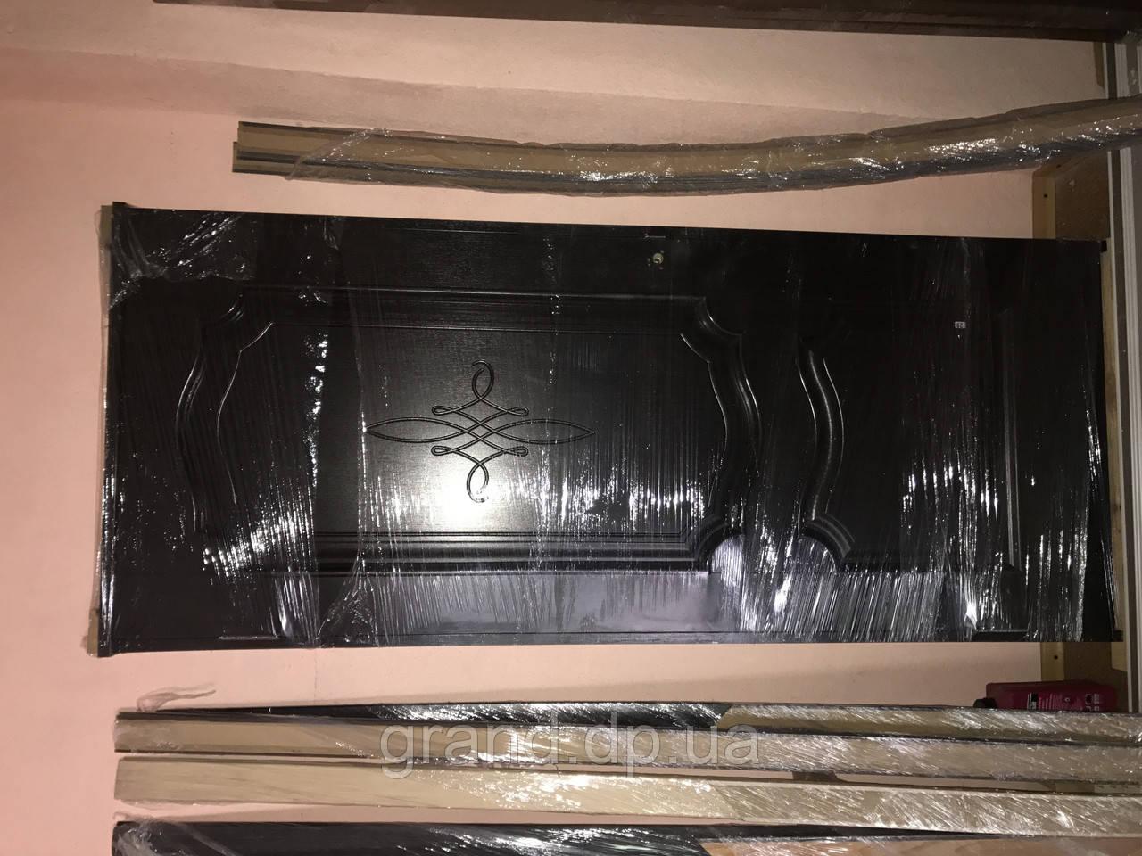 Дверь межкомнатная 039 покрыта пленкой пвх ( с коробкой и наличниками)  800мм