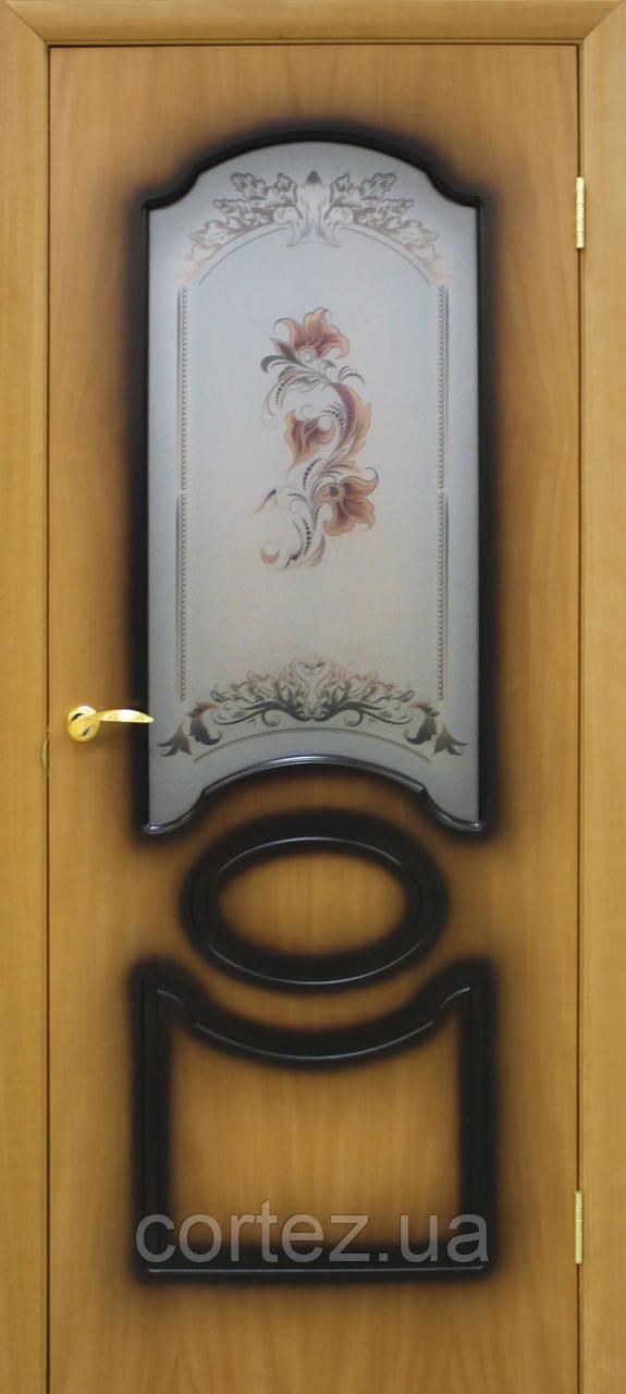 Межкомнатные двери пвх Виктория СС цветок орех миланский