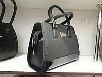 Женская черная сумочка с лаковой вставкой, фото 1
