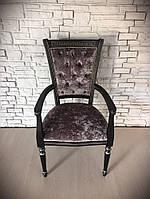 Новое итальянское мягкое кресло с подлокотниками.