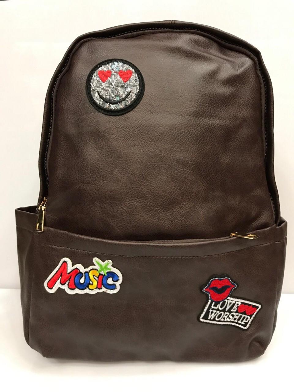 Рюкзак из кожзаменителя с нашивками