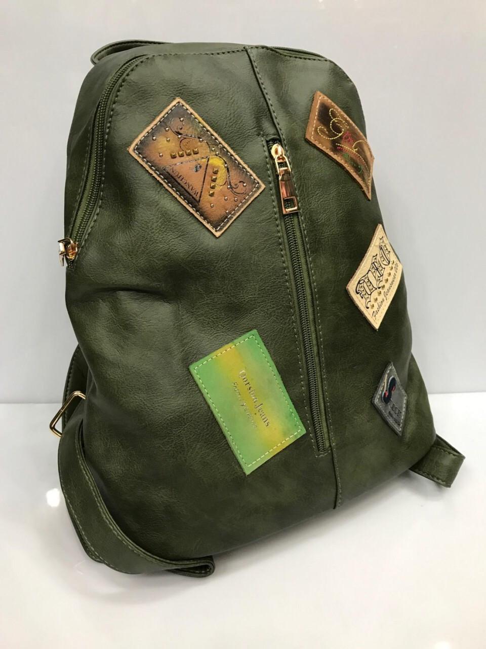 Женский рюкзак из кожзаменителя с нашивками